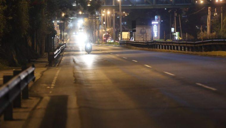 El domingo 15 de agosto comenzó el toque de queda nocturno entre las 22 horas y las 4 horas y que regirá durante 30 días. (Foto Prensa Libre: Érick Ávila)