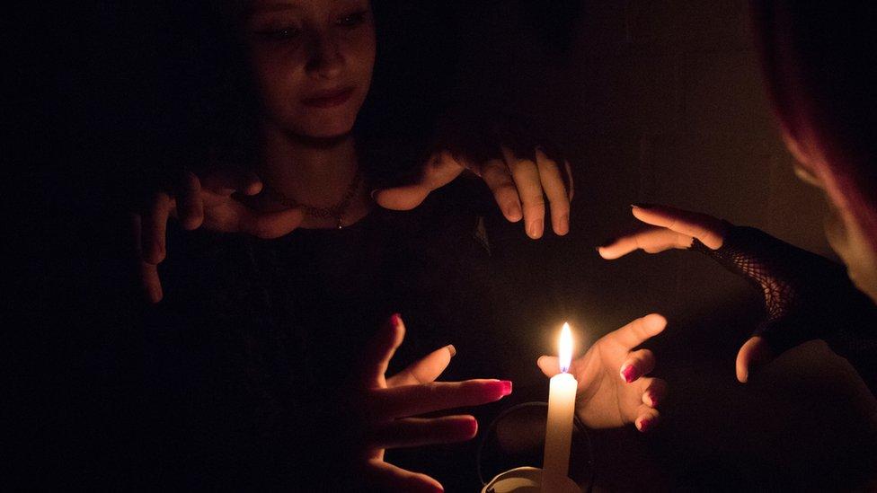 La salvaje violencia contra las brujas: el antiguo feminicidio que aún sucede en nuestros días