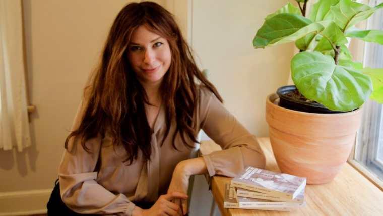 """Anne Boyer es autora de """"Desmorir. Una reflexión sobre la enfermedad en un mundo capitalista"""", ganador del Premio Pulitzer de Ensayo 2020."""