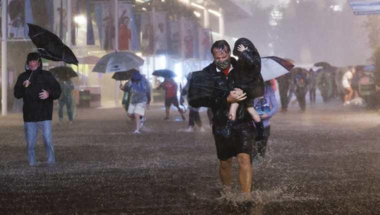 El Servicio Meteorológico Nacional de EE. UU. Afirmó que registró 3,15 pulgadas (8 cm) de lluvia en Central Park en la ciudad de Nueva York en solo una hora.