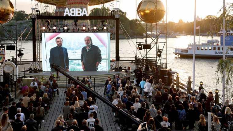 Fans de Abba se reunieron en Estocolmo para oír el anuncio del jueves.