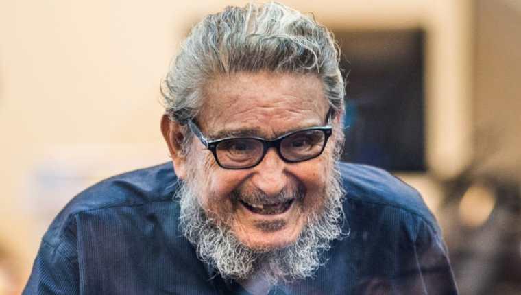 Abimael Guzmán falleció a los 86 años de edad.