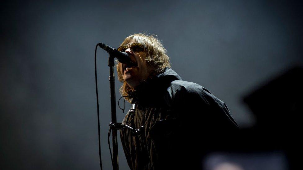 """La foto que compartió Liam Gallagher, exlíder de Oasis, tras """"caerse de un helicóptero"""""""