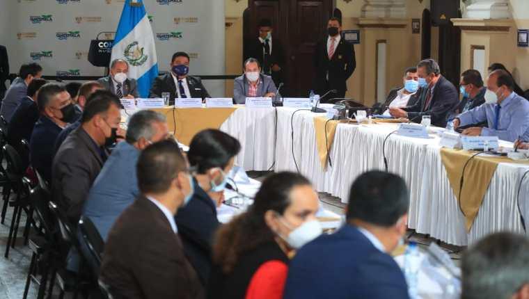 Congreso continúa discutiendo Ley de atención a la emergencia de covid-19. (Foto Prensa Libre: Carlos Hernández Ovalle)