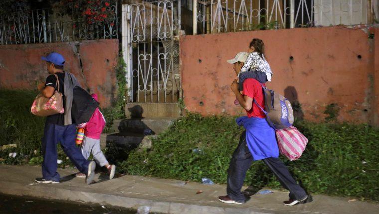 Tanto autoridades estadounidenses como guatemaltecas han advertido sobre el peligro de migrar con menores. (Foto: AFP)
