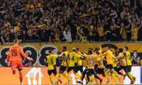 Bern (Switzerland Schweiz Suisse), 14/09/2021.- YB's players celebrate winning the UEFA Champions League group F soccer match between BSC Young Boys and Manchester United at the Wankdorf stadium in Bern, Switzerland, 14 September 2021. (Liga de Campeones, Suiza) EFE/EPA/ALESSANDRO DELLA VALLE