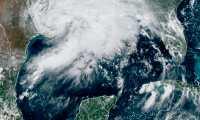 USA1528. MIAMI (FL, EEUU), 14/09/2021.- Imagen cedida por la Oficina Nacional de Administración Oceánica y Atmosférica (NOAA) a través del Centro Nacional de Huracanes (NHC) donde se muestra la situación del clima en el Golfo de México este martes a las 15.26 hora local (19.26 GMT). Nicholas, convertido en un huracán de categoría 1, impactó esta madrugada en la parte este de la península de Matagorda, en Texas, pero rápidamente se debilitó a tormenta tropical mientras avanzaba lentamente hacia el norte-noroeste. EFE/NOAA-NHC /SOLO USO EDITORIAL SOLO DISPONIBLE PARA ILUSTRAR LA NOTICIA QUE ACOMPAÑA (CRÉDITO OBLIGATORIO)