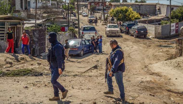 Agentes de policía patrullan en calles de Tijuana, estado de Baja California, México. (Foto Prensa Libre: EFE)