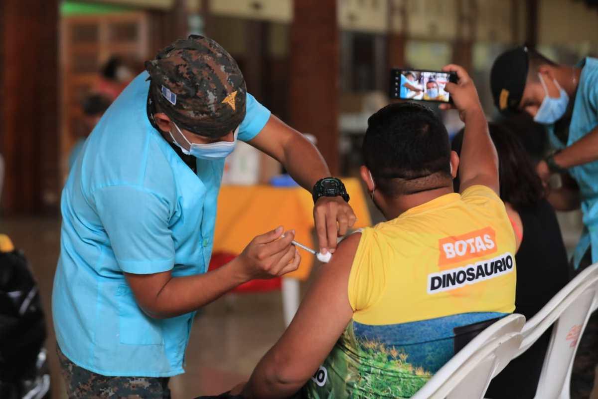 En Huehuetenango darán un billete de Q20, edición Bicentenario, a las primeras 500 personas que se vacunen contra el covid-19 (primera dosis)