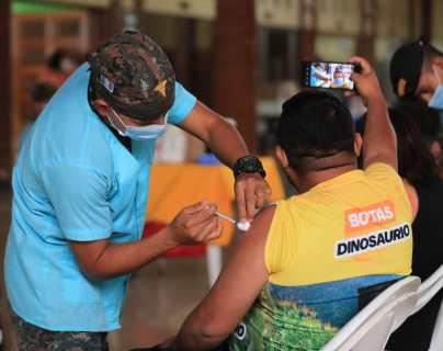Actualmente, en Guatemala se abrió la vacunación para mayores de 18 años. (Foto Prensa Libre: Byron García)