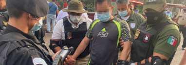 Wilson Rolando Alfaro Bravo fue entregado por policía mexicanos a agentes guatemaltecos en la Frontera El Carmen, Malacatán, San Marcos. (Foto Prensa Libre: PNC)