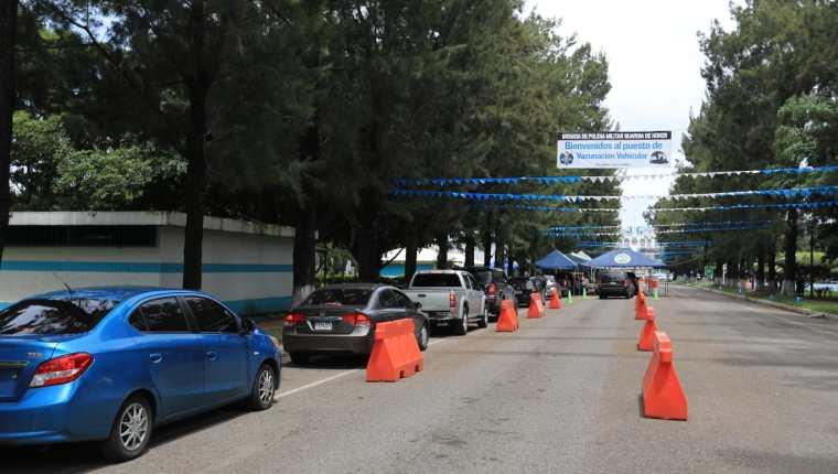 Los centros de vacunación administrados por el Ejército funcionarán con normalidad este 14 y 15 de septiembre. (Foto Prensa Libre: Byron García)
