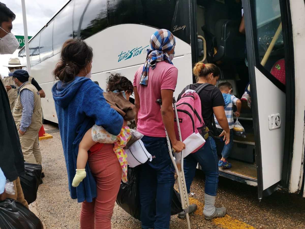 Deportaciones por El Ceibo seguirán a pesar de la pobre infraestructura para recibir a migrantes
