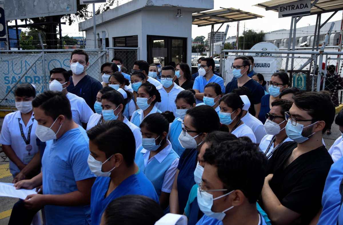Disposiciones legislativas para contener la pandemia no convencen a comunidad médica
