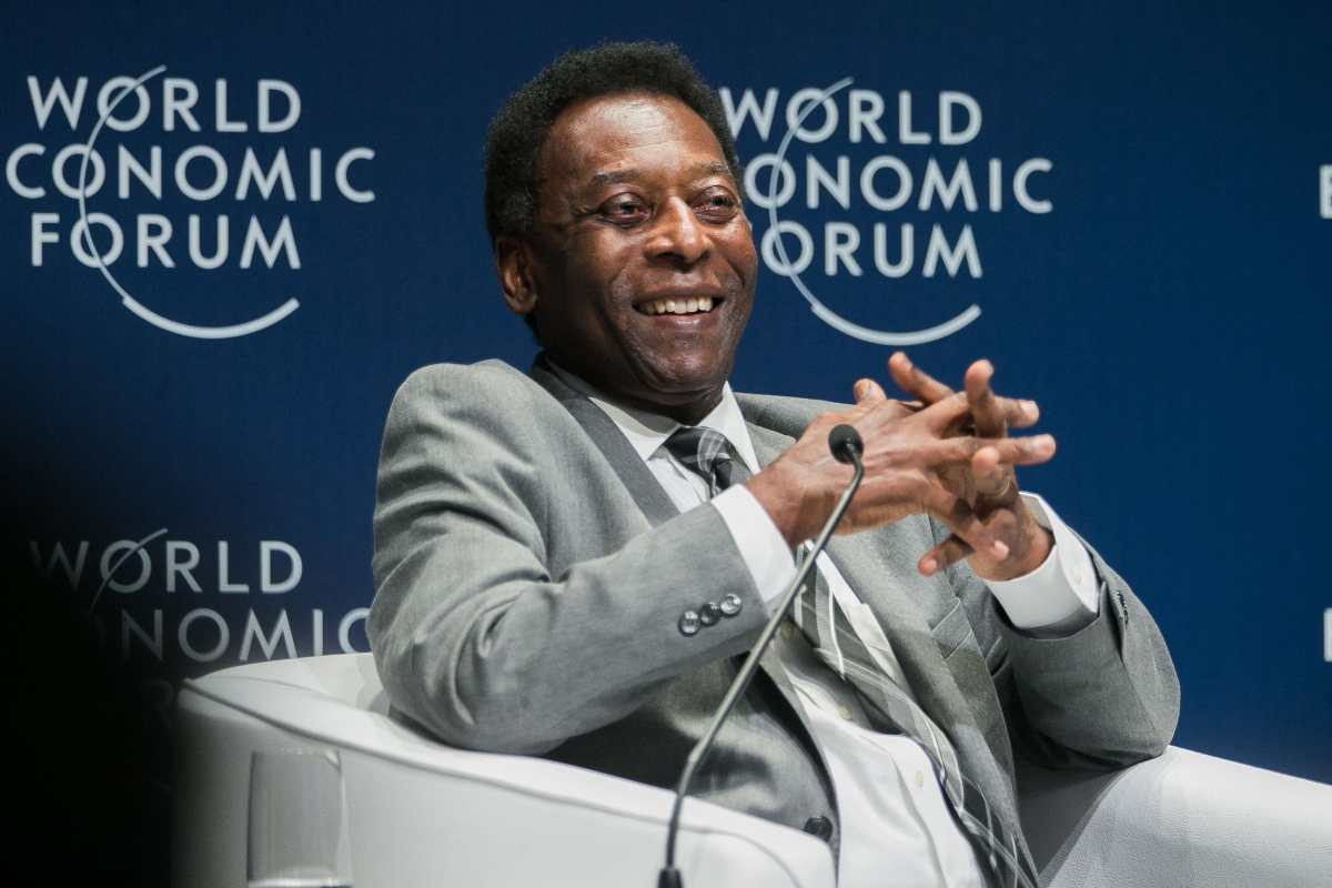 El astro brasileño Pelé asegura que está muy bien después de haber sido operado para extirparle un tumor en el colón
