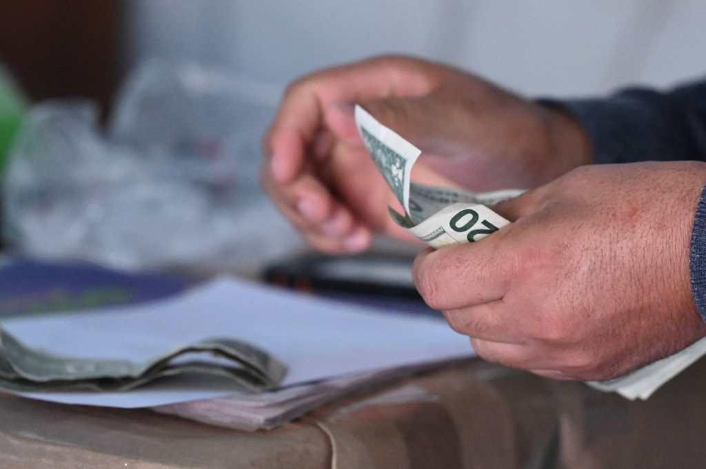 El Salvador supera los 500 mil usuarios de billetera bitcóin y abre cajeros en EE. UU.