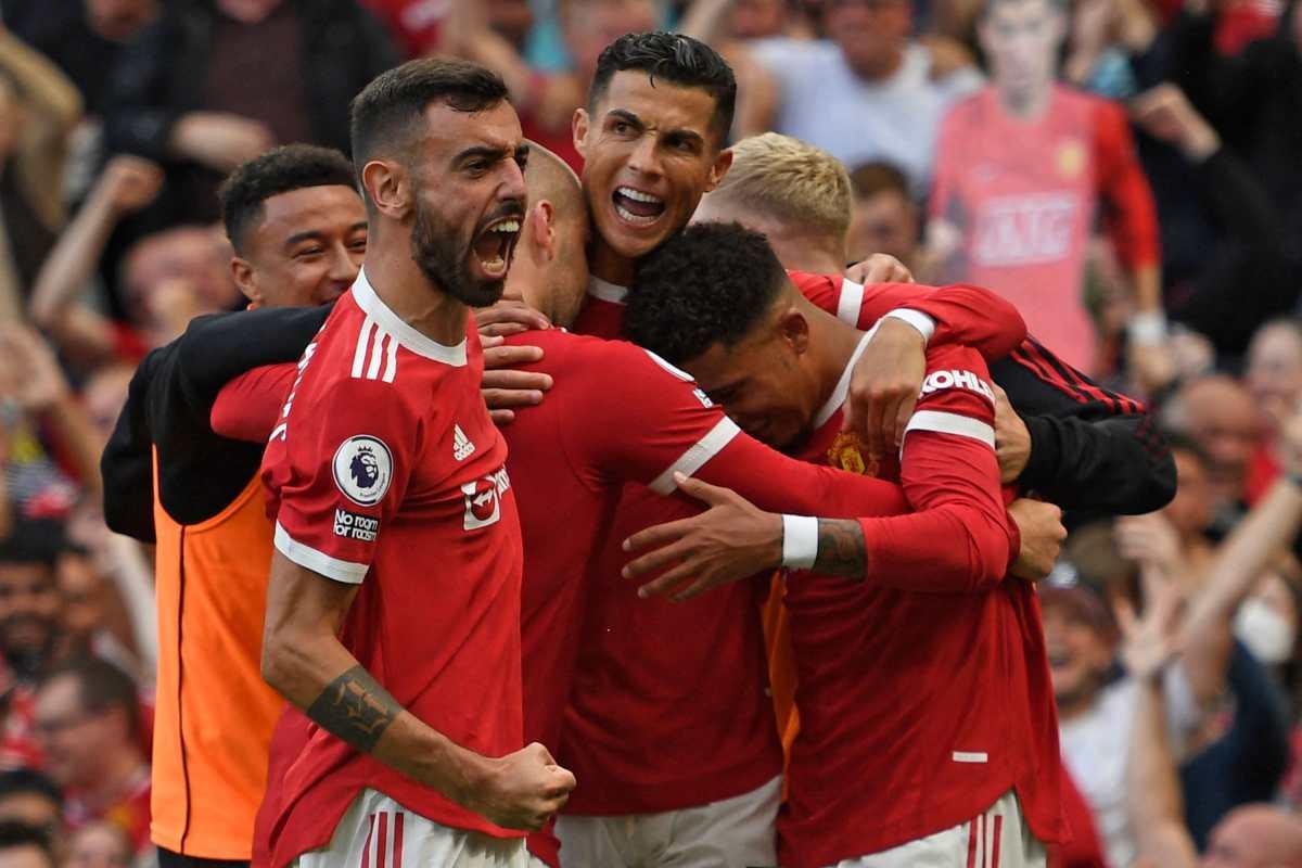 Cristiano celebró su regreso con doblete y el liderato del United en la Premier League