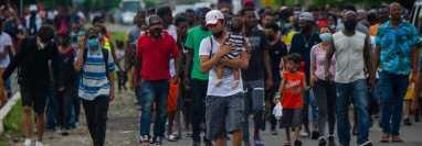 Miles de migrantes deambulan por las calles de Tapachula, Chiapas, fronterizas con Tecún Umán, San Marcos, Guatemala. (Foto Prensa Libre: AFP)