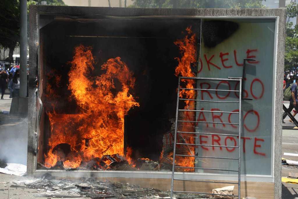 """""""La República está en peligro"""": protestan en El Salvador contra el bitcóin y el """"autoritarismo"""" de Bukele"""