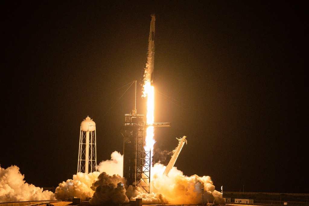 SpaceX abre las puertas del espacio a los civiles con histórico lanzamiento