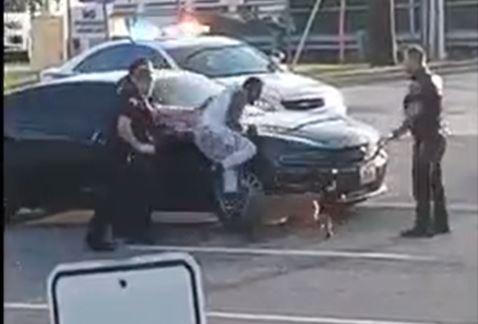 Policía de Missouri usa la violencia para detener a sospechoso. (Foto Prensa Libre: Tomada de Facebook)