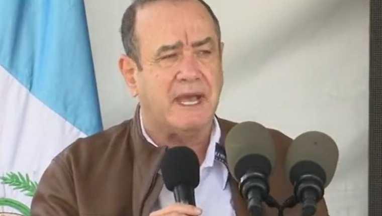 Alejandro Giammattei en actividad en San Juan Sacatepéquez se refirió a la vacuna contra el covid-19. (Foto Prensa Libre: Tomada de video de gobierno)