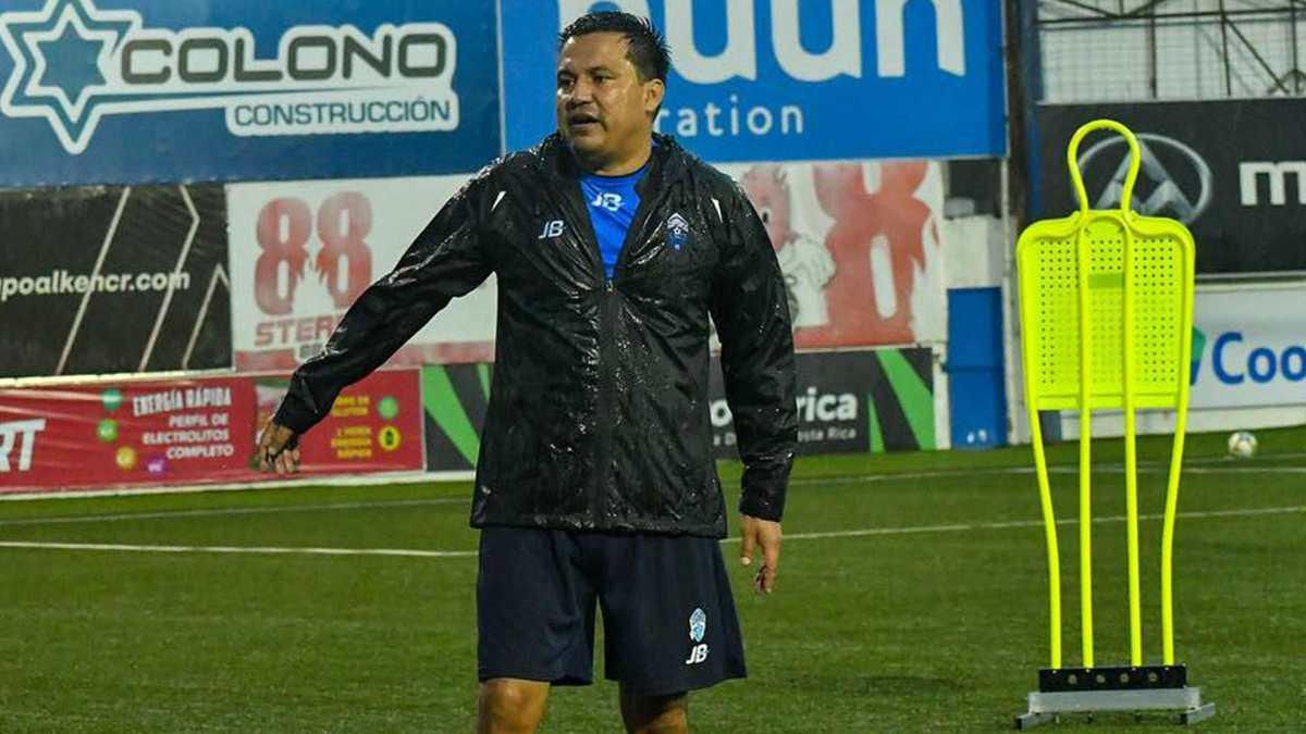 Expulsaron a Amarini Villatoro en el último partido del Pérez Zeledón de Costa Rica