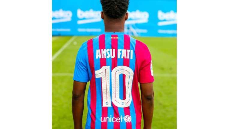 Ansu Fati es el nuevo 10 del Barcelona. (Foto Prensa Libre: @FCBarcelona)