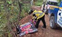 En el kilómetro 24 de la ruta al Atlántico, en la aldea Llanos de Azacualpilla, Palencia, fue localizado otro cadáver carbonizado. (Foto Prensa Libre: CVB)