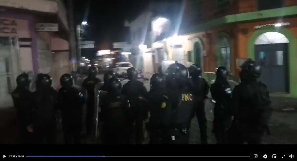 PNC libera el paso en Cuyotenango y se desatan enfrentamientos con pobladores