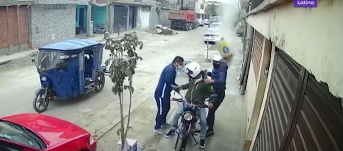 Video viral: lanzan costal de cemento a asaltantes y frustran atraco