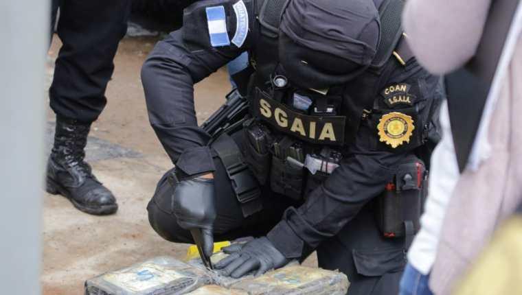 Investigan videos con señalamientos a agentes de PNC por supuesto tumbe de drogas a cartel mexicano