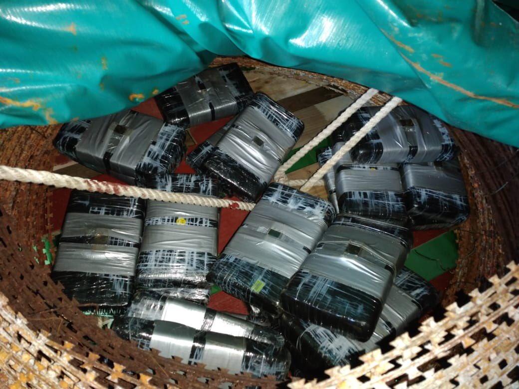 Incautan 25 paquetes de cocaína en Izabal y uno en Petén