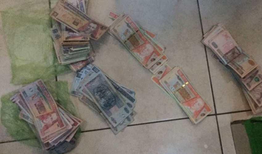Dinero decomisado en cateos para capturar a señalados de vender plazas de trabajo. (Foto Prensa Libre: MP)