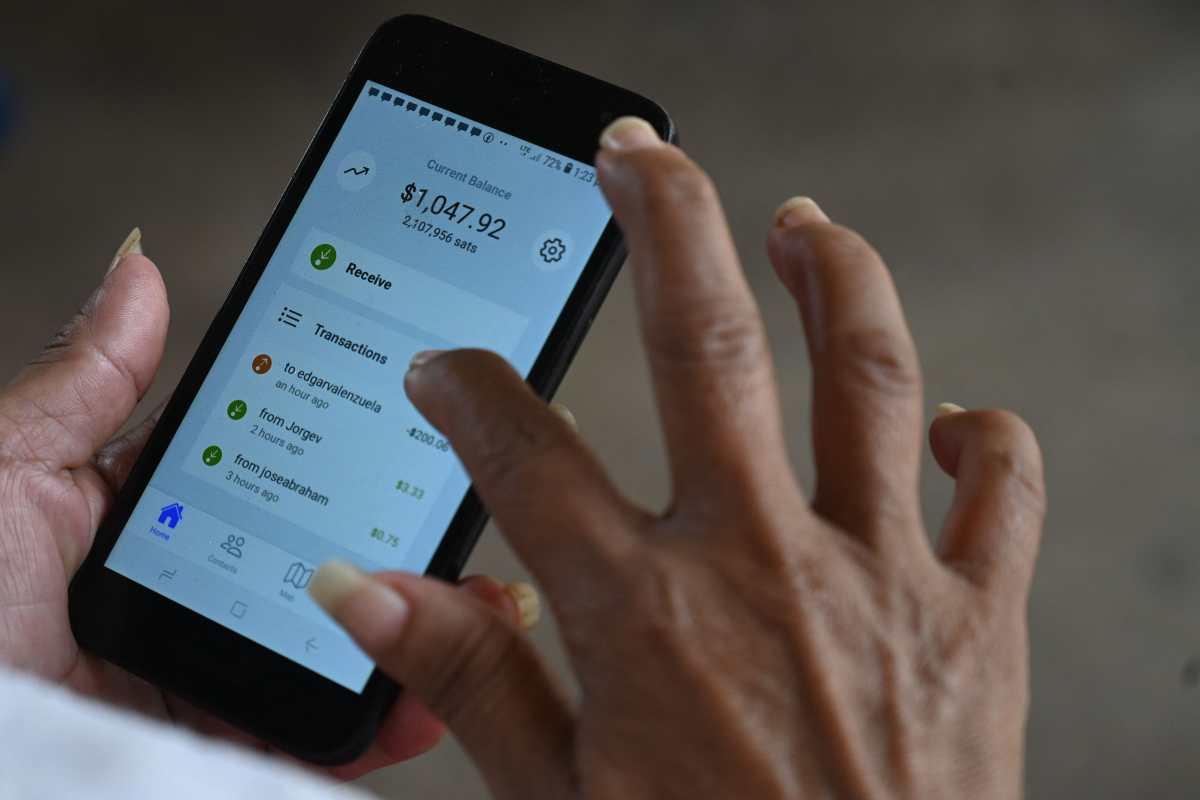 """Comienza la era bitcoin en El Salvador: alta demanda causa falla en el sistema local """"Chivo Wallet"""""""