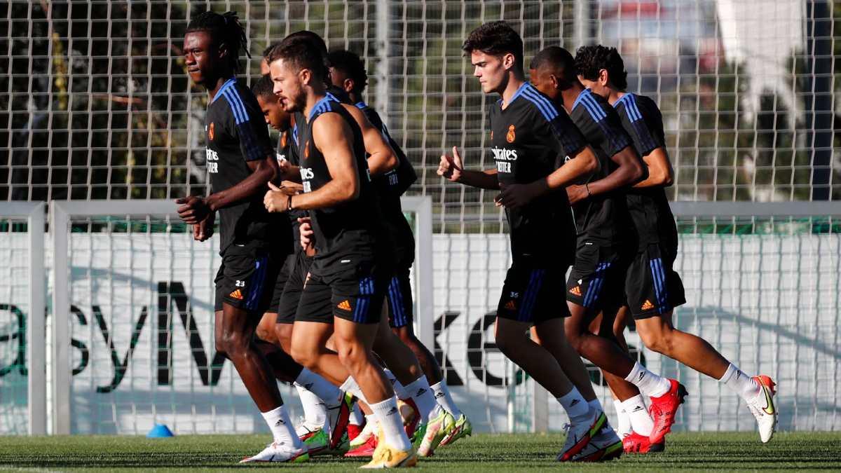 Benzema y Hazard en una la convocatoria del Real Madrid para medirse al Valencia