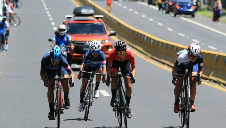 Unos 75 ciclistas de Centro América compitieron en el III Campeonato de Ruta en El Salvador. Guatemala se colgó cinco medallas. Foto Instituto Nacional de los Deportes de El Salvador.