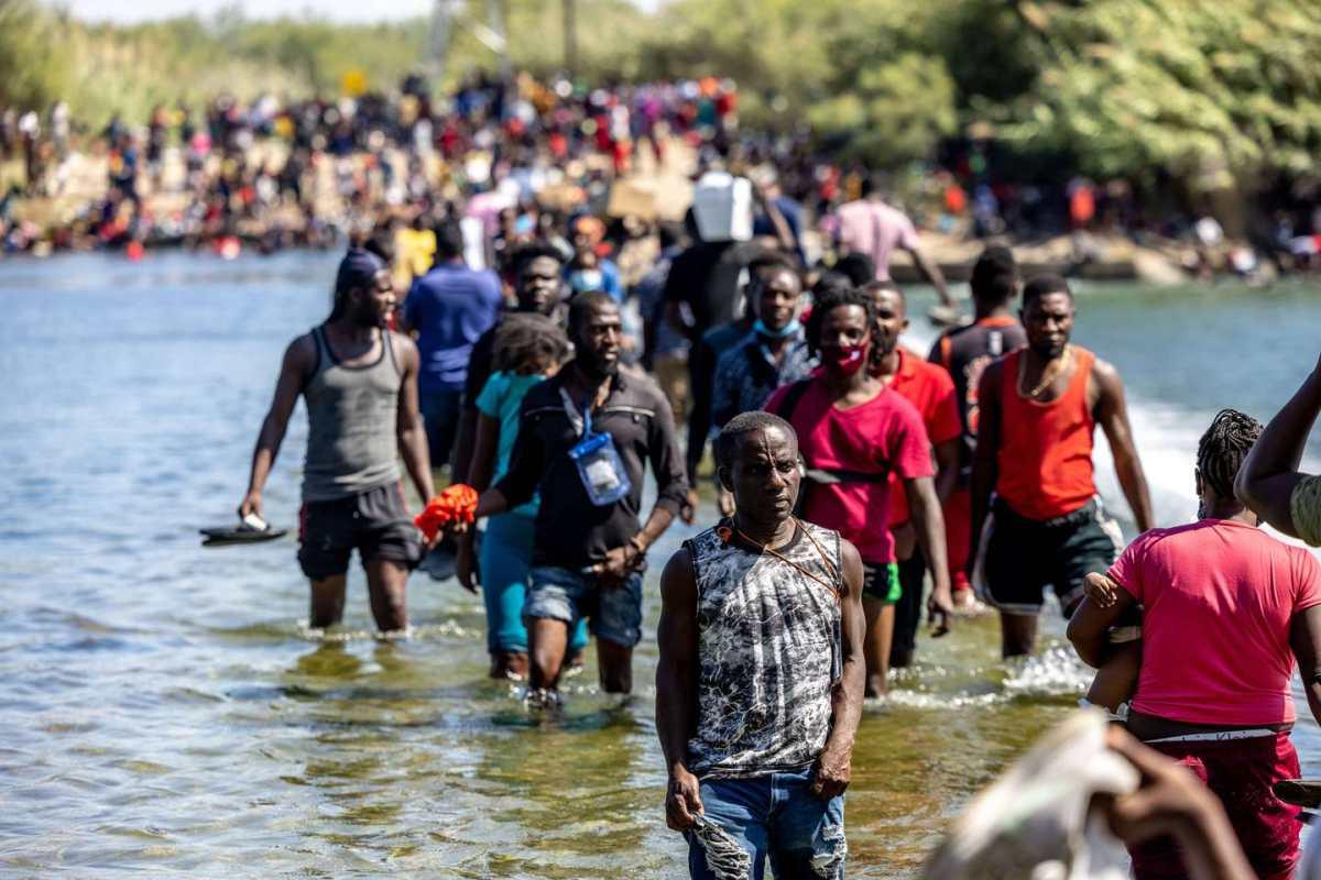 """Crisis migratoria: enviado especial de EE. UU. a Haití renuncia y señala al Gobierno de Biden de """"tratos inhumanos"""""""