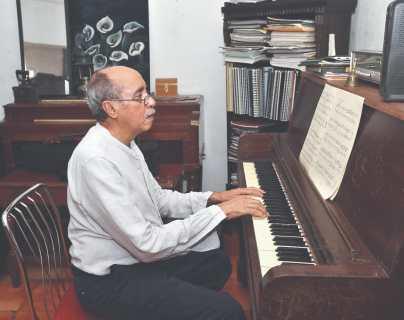 Igor de Gandarias dedica obra al bicentenario de independencia