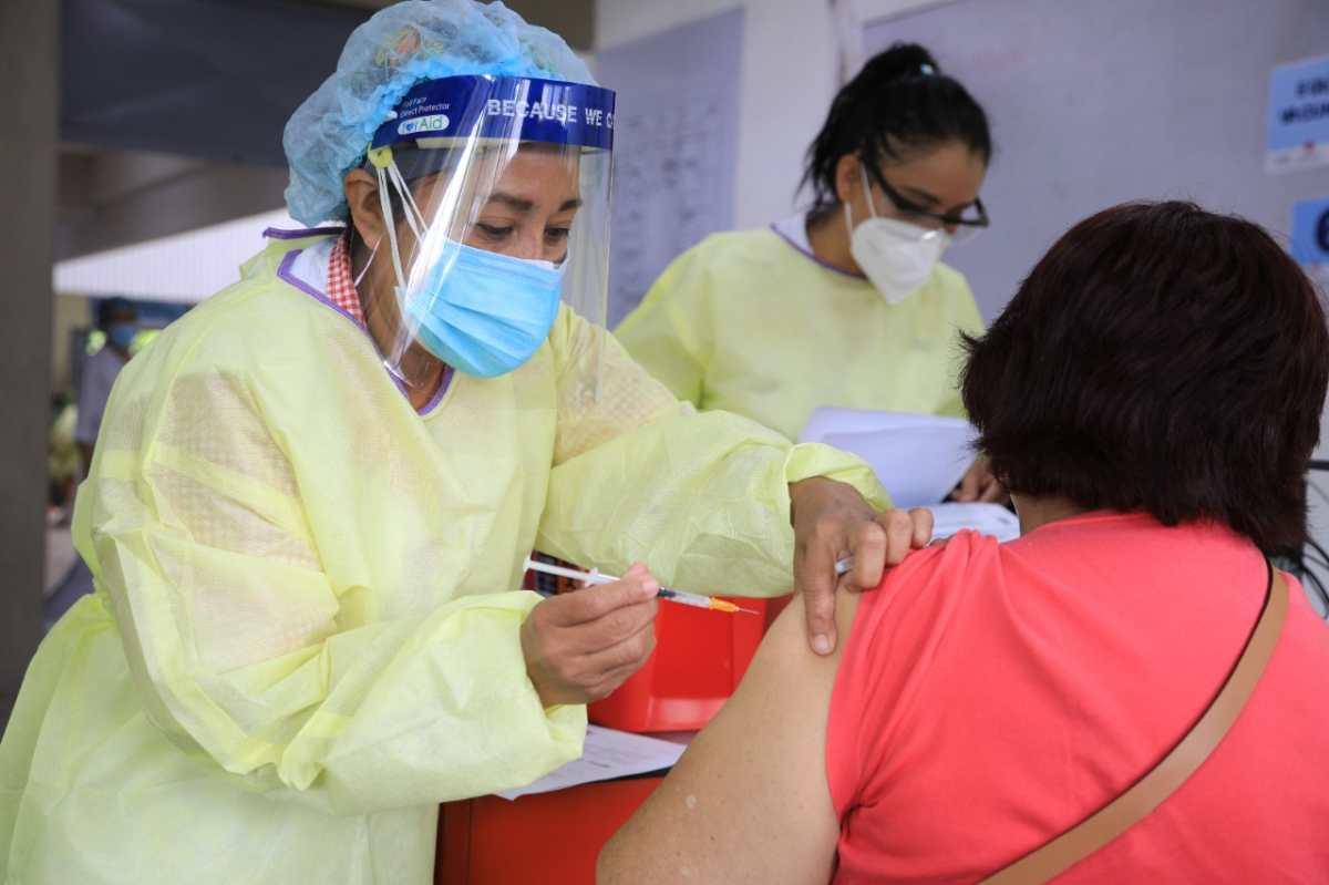 ¿Cómo las empresas pueden pedir al IGSS que llegue a vacunar a sus trabajadores?
