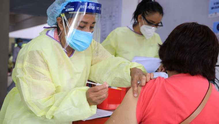 El IGSS ha creado las brigadas empresariales para vacunación a personal de diferentes actividades productivas. (Foto, Prensa Libre: igssgt.org).