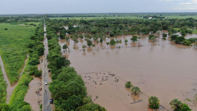 Las inundaciones por el cambio de curso del río Pantaleón han dañado varios cultivos. (Foto, Prensa Libre: ICC).