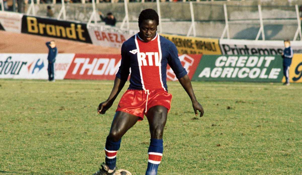 Fallece Jean-Pierre Adams, jugador franco-senegalés del París Saint Germain, que increíblemente permanecía en coma desde 1982