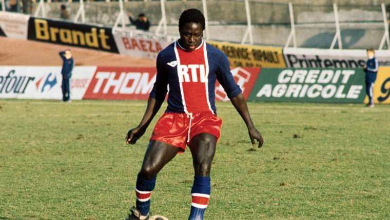 El exjugador de la selección francesa Jean-Pierre Adams falleció después de 39 años en coma. Había entrado en estado vegetativo tras un error de anestesia durante una cirugía de rodilla. Foto @PSG_espanol