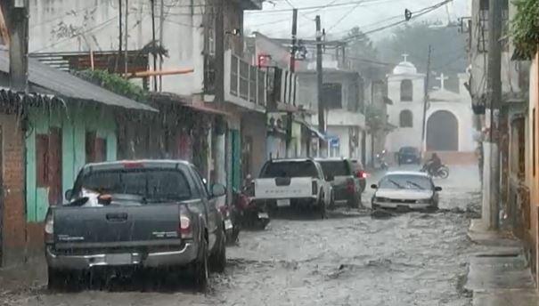 Fuerte lluvia en el territorio nacional este miércoles y en las últimas horas se reportan más de 30 mil afectados