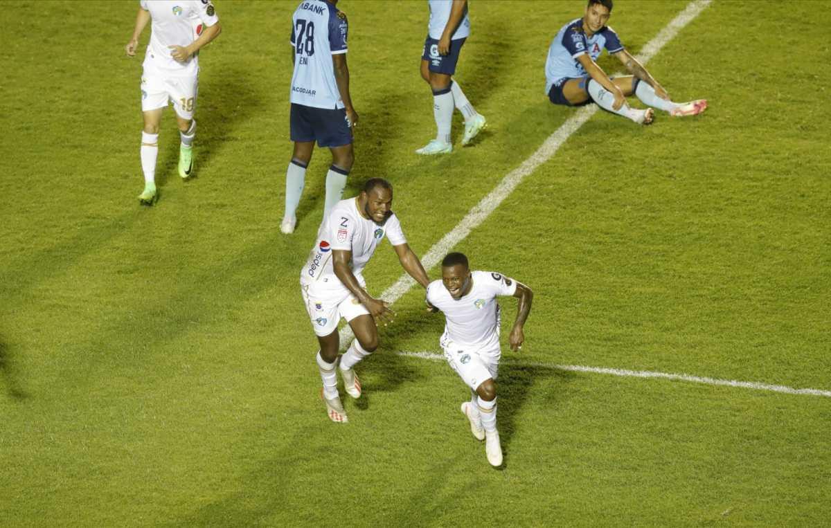 Lacayo rescata la victoria para Comunicaciones frente a Alianza en la ida de octavos de final de la Liga Concacaf