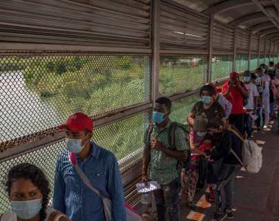 """""""Vamos a tener mucha gente aquí atorada"""": el gobierno de Biden gana tiempo para reformular sus políticas migratorias"""