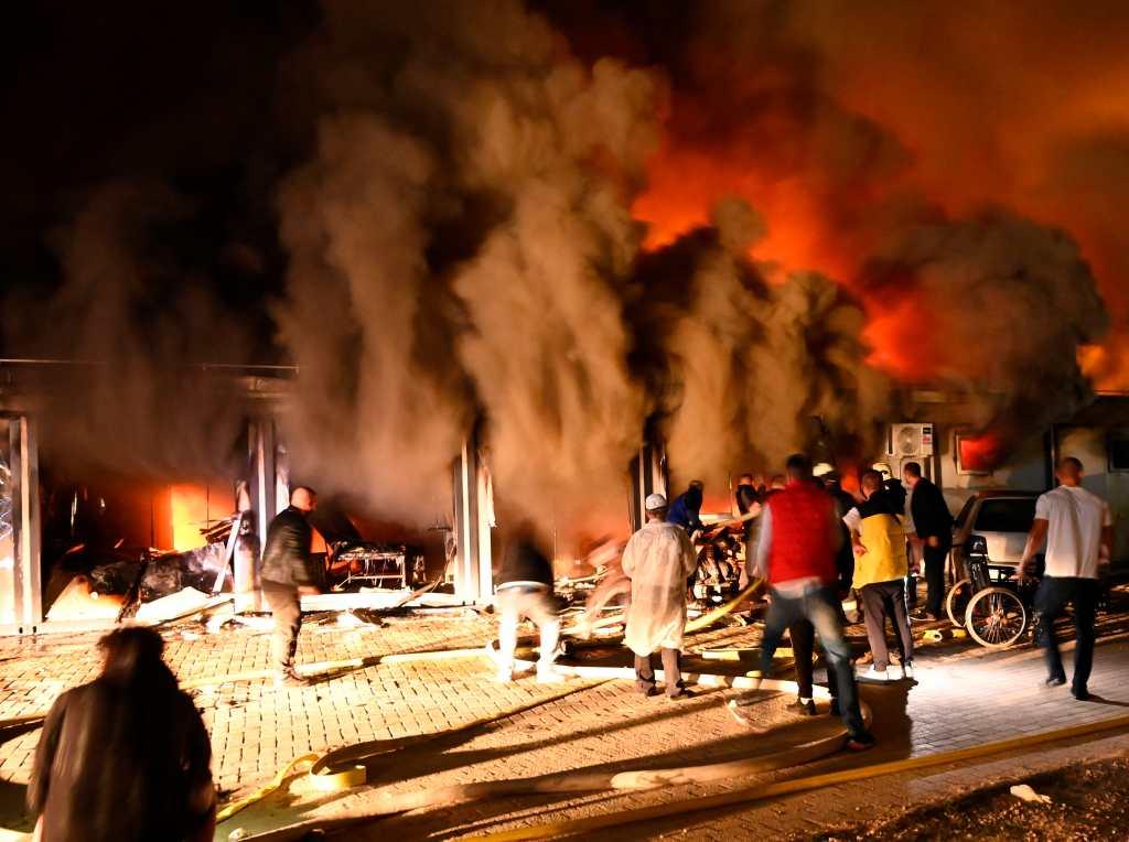 Videos: llamas consumen hospital para pacientes con covid-19 en Macedonia del Norte y se reportan varias muertes