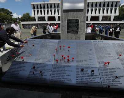 """""""El olvido nunca podrá contra la memoria"""": homenajean en la Usac a una decena de estudiantes desaparecidos en 1989"""