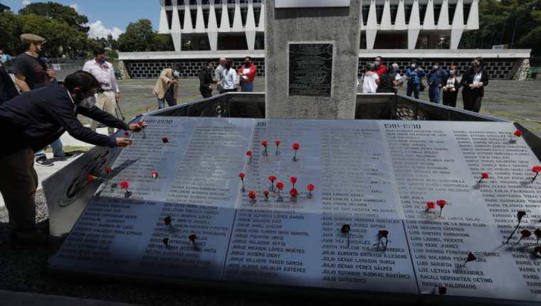 Conmemoración en la Plaza de los Mártires, de la Usac. (Foto Prensa Libre: Esbin García)